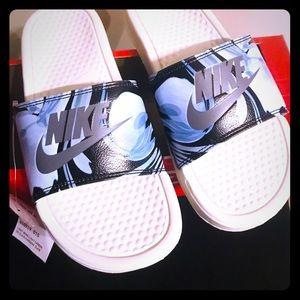 New Women's Nike Benassi JDI Print Slides Size 8